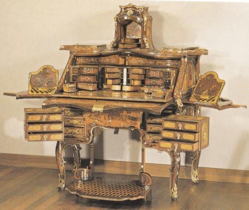 barokní toaletní stolek