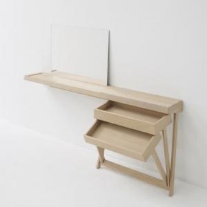 Toaletní stolek ze dřeva