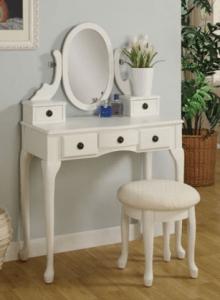 Bílý toaletní stolek