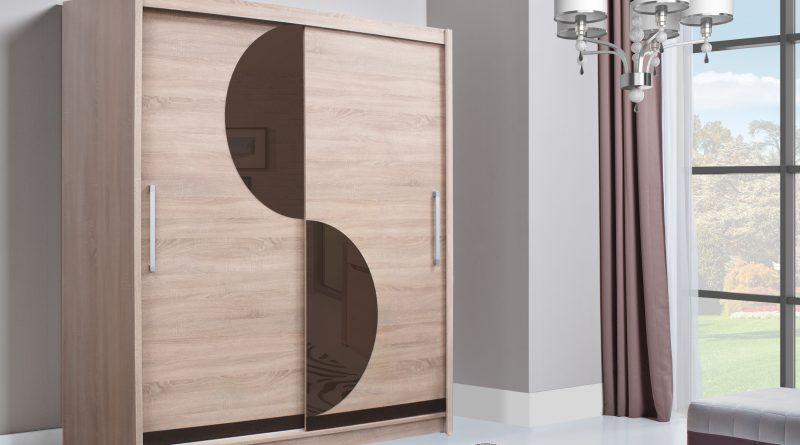 moderní šatní skříň