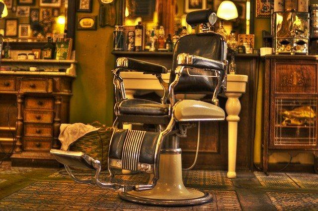 Staré kadeřnické křeslo